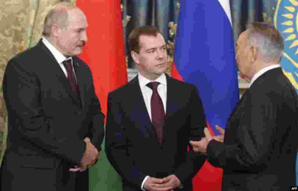 Russian President Dmitry Medvedev, center, Belarusian President Alexander Lukashenko and Kazakhstan President Nursultan Nazarbayev, right, take part in the meeting of heads of states of the Supreme Eurasian Economic Council, in the Moscow Kremlin, Moscow,