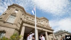 """Varios ciudadanos estadounidenses han anunciado públicamente que sufrieron de los mismos síntomas de los llamados """"ataques sónicos"""" que denunciaron funcionarios de la Embajada de Estados Unidos, en la isla."""