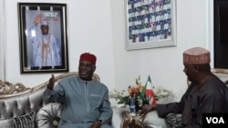 Dan takarar shugaban kasa na PDP, Atiku Abubakar (Hagu) a hirarsa da Aliyu Mustapha Sokoto (Dama)