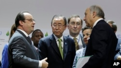 Shugaban Faransa (a dama) Francois Hollande da sauran shugababbin duniya