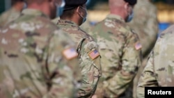 """Službenici američke vojske prisustvuju otvaranju međunarodne vojne vježbe """"Rapid Trident 2020"""", Ukrajina, 17. septembar 2020."""