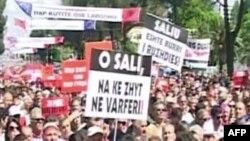 Shqipëri: PS zhvillon një tubim proteste para Kryeministrisë