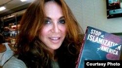 """Pamela Geller """"Amerikani islomlashishdan to'xtating"""" degan tashkilot yetakchilaridan"""