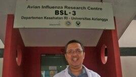 Dr. Chairul Nidom, ketua Avian Influenza Research Center (AIRC) di Universitas Airlangga Surabaya,. (VOA/Petrus Riski)