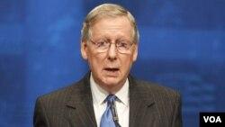 Ketua Minoritas Senat dari partai Republik, Senator Mitch McConnell (foto: dok). Faksi Republik di Senat menyalahkan Partai Demokrat karena tidak menyetujui rancangan anggaran pemerintah.