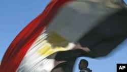 埃及抗议者1月25日在开罗解放广场纪念反对穆巴拉克独裁统治起义一周年