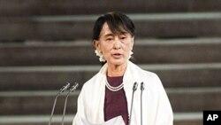 21일 영국 의회 상하양원 합동회의 연설하는 버마의 민주화 운동 지도자 아웅산 수치 여사.