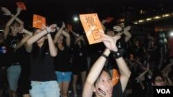 大聯盟表示9月7日有12萬人參加全城黑衣反國民教育集會,參加者高舉要求當局撤回國民教育的標語