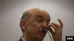 El candidato opositor José Serra, ha logrado reducir la diferencia con la candidata oficialista, aunque aún no logra colocarse dentro del margen de error de los soneos.