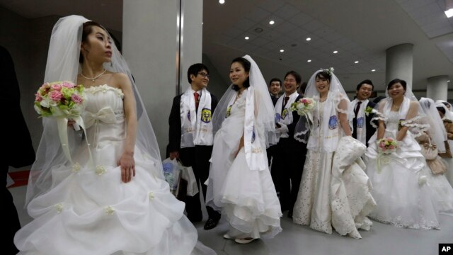 File - Couples from around the world arrive for their mass wedding ceremony at the CheongShim Peace World Center in Gapyeong, South Korea, February 17, 2013.