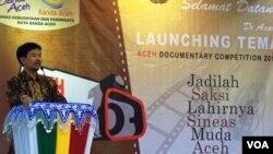 Prof.Kachung Marijan, Dirjen Kebudayaan Kemendiknas RI, membuka secara resmi kompetisi film dokumenter Aceh (ADC) 2014, di Banda Aceh, 30 Januari 2014 (VOA/Budi Nahaba).