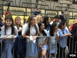 Catholic schoolgirls from the Dominican Academy and St. George Academy won a contest at their school to stand along the route, Sept. 24, 2015. (VOA / C. Presutti)