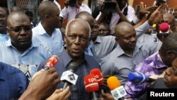 FILE - Angola's President Jose Eduardo dos Santos (C) addresses the media in the capital, Luanda, in a Aug. 31, 2012, photo.