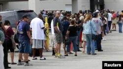 Las enormes filas para sufragar fueron constantes durante las elecciones en los puestos de votación de Florida, EE.UU.