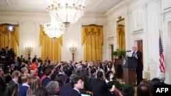 Predsednik SAD Donald Tramp odgovara na pitanja novinara na konferenciji za novinare u Istočnoj sobi Bele kuće (Foto: AFP)