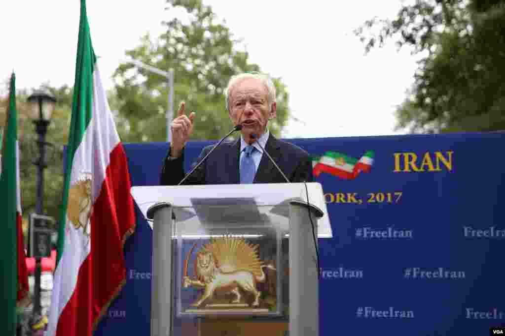 سناتور سابق جوزف لیبرمن، سیاستمدار آمریکایی و رئیس گروه اتحاد علیه برنامه اتمی یکی دیگر از سخنرانان در جمع مخالفان روحانی بود.