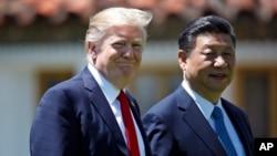 美國總統川普與中國國家主席習近平4月7日星期五在佛羅里達海湖庄園。