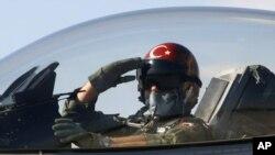 被擊落的土耳其同類戰機。(資料圖片)