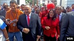 Diosdado Cabello se retiró del hemiciclo legislativo, dejando entrever que el ejecutivo podría estrangular presupuestalmente a la Asamblea. [Foto: Alvaro Algarra, VOA].