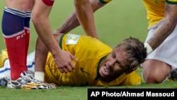 """Joachim Löw dijo que es """"lamentable y una gran desgracia que [Neymar] deba estar ausente ahora""""."""