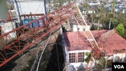 Damage done to VOA Creole affiliate station Radio Tele Nami's antenna in Les Cayes, Haiti, after Hurricane Matthew devastated the country, Oct. 7, 2016. (Photo courtesy Radio Tele Nami, Les Cayes)