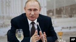 Президент России Владимир Путин. Санкт-Петербург, Россия. 17 июня 2016 г.