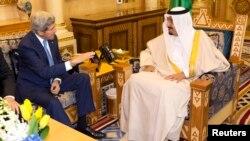 د ریاض د سفر په مهال د امریکا د بهرنیو چارو وزیر جان کیري د سعودي د نوي باچا ملک سلمان سره هم لیدلي