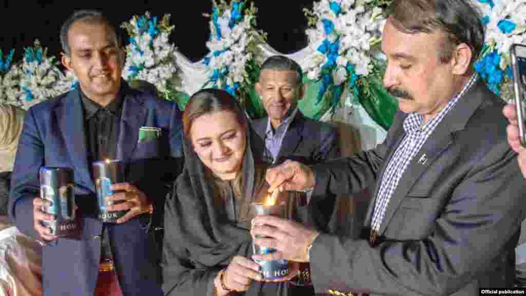 اسلام آباد میں وزیر اطلاعات مریم اورنگزیب نے موم بتی جلا کر ارتھ آور کا آغاز کیا۔