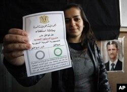 سوریـیهکان دهنگ بۆ دهسـتوری نوێ دهدهن هاوکاتی بهردهوامبوونی توندوتیژیـیهکان