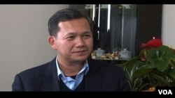 In an exclusive interview with VOA Khmer in Long Beach, CA., Gen. Manet, a senior military commander who heads the country's elite counter-terrorism unit, explained the reason for his withdrawal from the parade.