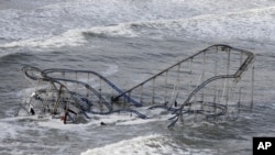 Các chuyên gia nói nhiệt độ ấm dần và đại dương dâng triều đang góp phần gây ra những cơn bão lớn hơn và có sức tàn phá mạnh hơn
