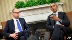 바락 오바마 미국 대통령(오른쪽)이 12일 백악관에서 우크라이나의 아르세니 야체뉵 총리와 회담했다.