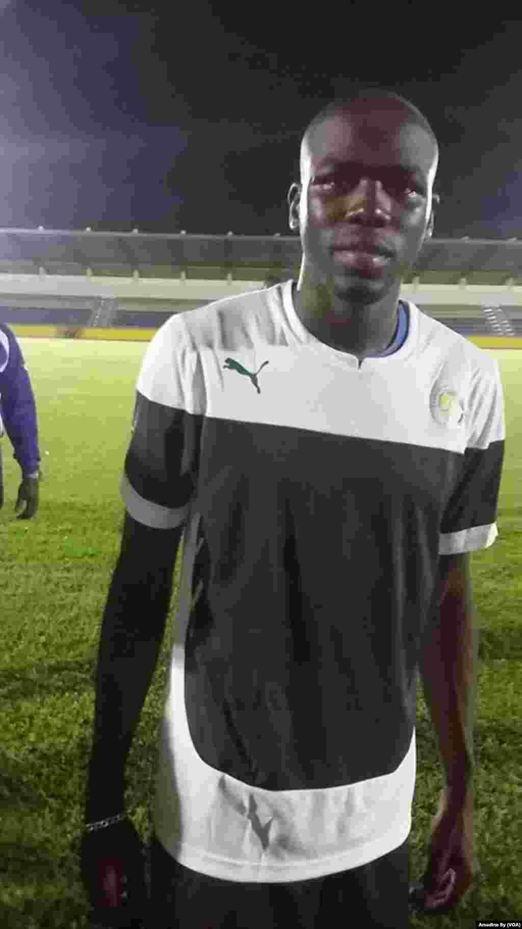 Le défenseur Khalidou Coulibaly à Bongoville, le 12 janvier 2017 (VOA/Amedine Sy)