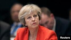 La Première ministre Theresa May écoute un discours du président chinois lors de l'ouverture du G20 à Hangzhou, en Chine, le 4 septembre 2016.