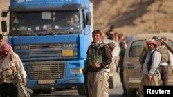 اعضای اقلیت ایزدی عراق، بعد از آموزش در واحدهای دفاع مردمی سوریه، حفظ امنیت یک جاده در کوه سنجار را برعهده گرفتند - ۲۶ مرداد ۹۳