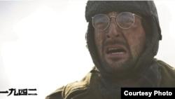 美国演员阿德里安·布洛迪在《1942》中扮演美国驻华记者 (Photo Courtesy China Lion Film Distribution)