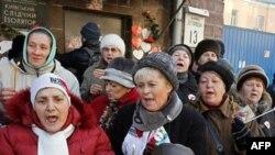 Bayan Timeşenko'nun taraftarları kaldığı cezaevi önünde hergün gösteri yapıyor