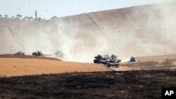 Tanques turcos dentro de Siria, cerca de Karkamis.