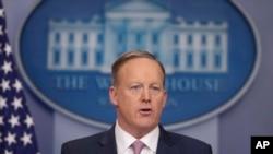 Juru bicara Gedung Putih, Sean Spicer, di Gedung Putih, 23 Januari 2017. (AP Photo/Pablo Martinez Monsivais)