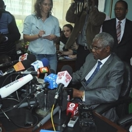 Head of Kenyan Civil Service Francis Muthaura addresses the media after being named as a suspect in Kenya's post-election chaos by ICC Prosecutor Luis Moreno-Ocampo, 15 Dec. 2010