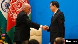 Tổng thống Afghanisan Ashraf Ghani (trái) và Thủ tướng Trung Quốc Lý Khắc Cường tại buổi lễ khai mạc Hội nghị Tiến trình Istanbul về Afghanistan tại Nhà khách Điếu Ngư Đài ở Bắc Kinh, 31/10/14