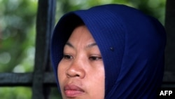 Baiq Nuril, mantan guru honorer korban pelecehan kekerasan seksual yang divonis bersalah.