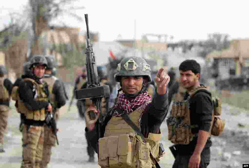 عراق کے وزیر خزانہ ہوشیار زیباری موصل نے کہا کہ اس شہر کو محفوظ بنانے کے لیے اس کے گرد و نواح میں سنی جنگجوؤں اور ایران کی حمایت یافتہ ملیشیا کی ضرورت ہو گی۔