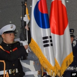 A South Korean military honor guard welcoming Japan's defense minister.