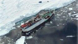 اسپارتا، نفتکش آسیب دیده روس بیش از یک هفته پیش در اقیانوس منجمد جنوبی به یخ نشسته است.