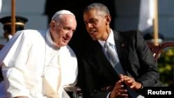 美国总统奥巴马和罗马天主教宗方济各在白宫欢迎教宗的仪式上(2015年9月23日)