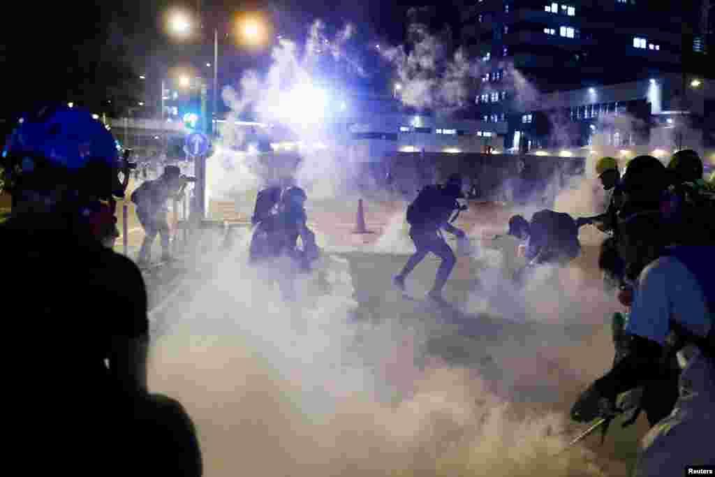 La violencia en las calles de Hong Kong sigue recrudeciéndose mientras entran en su semana 11 las protestas prodemocracia.