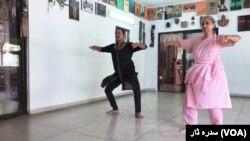 آصف کے بقول کلاسیکی رقص کو صرف خواتین سے منسوب کیا جاتا ہے جو غلط ہے۔