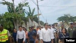 El presidente de Ecuador, Rafael Correa, visitó la zona de Atacames, afectada por los sismos de este lunes 19 de diciembre. Foto: @Riesgos_Ec.
