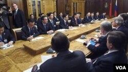 西方制裁考验俄中关系。中国领导人习近平去年3月访问俄罗斯国家杜马。(美国之音白桦 拍摄)